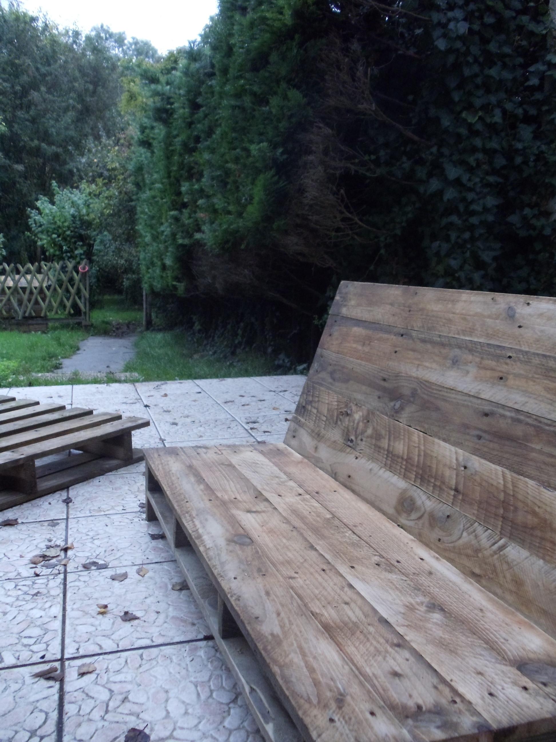 Fabriquer un canap de jardin en palette david mercereau - Canape fait avec des palettes ...